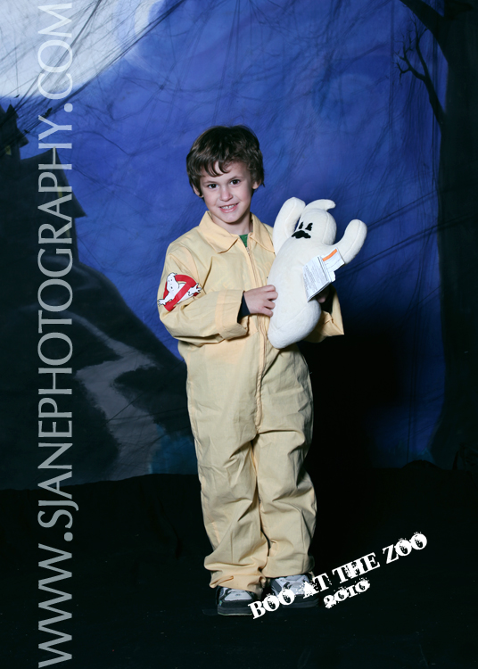 halloween costumes, boo at the zoo, scovill zoo, the scream haunted house, halloween portraits, photo booth, decatur, illinois, sarah jane photography, sjp, sjanephotography, portraits, children's portraits, photography, trick or treat, halloween backgrounds