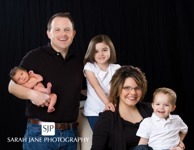 decatur il family portraits, family pictures, studio photography, newborn portraits, family portrait poses, group poses, sarah jane photography, sjp, sjanephotography